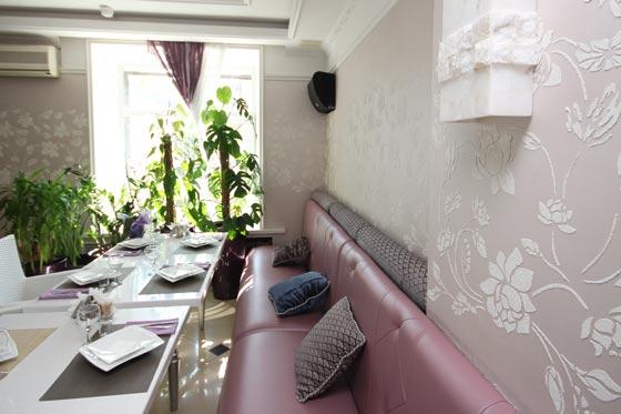 Elegant Benjamin Moore floral stencils in a dining room